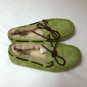 Size 7 women's UGG slippers!